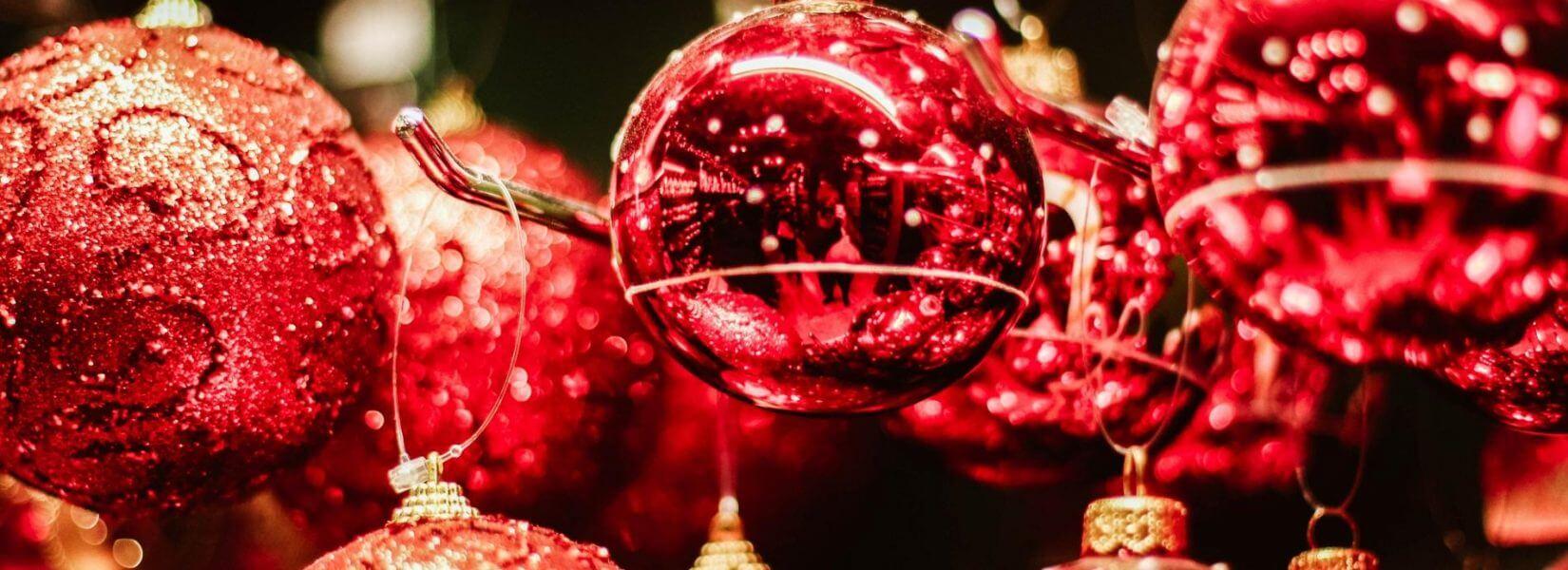 Μπορεί ο χριστουγεννιάτικος στολισμός να μας κάνει πιο χαρούμενους;