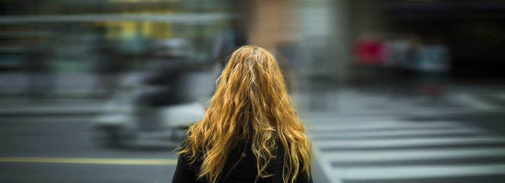 Γιατί τα νέα κορίτσια τείνουν να έχουν περίοδο ολοένα σε μικρότερες ηλικίες;