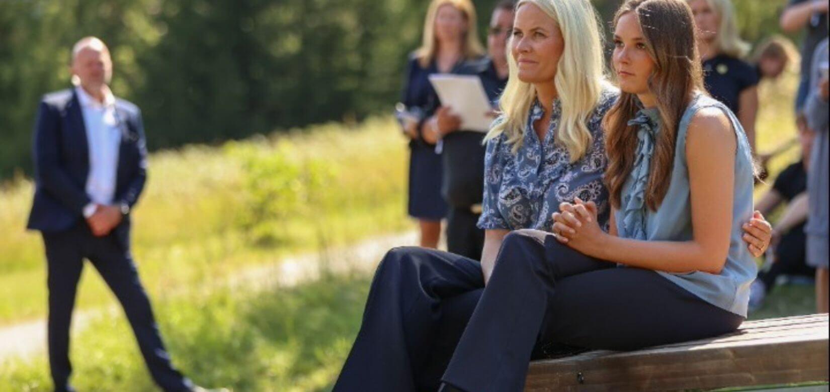 Τι κι αν είναι πριγκίπισσα... η 17χρονη Ίνγκριντ Αλεξάνδρα της Νορβηγίας εργάστηκε σε εστιατόριο