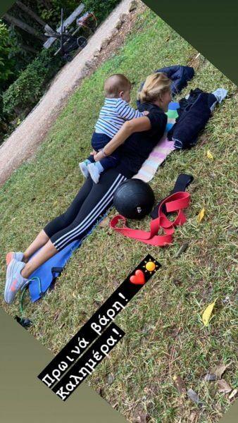 Τζένη Μπαλατσινού: Δείτε τη να γυμνάζεται στο πάρκο με τον 10 μηνών γιο της